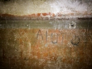 Napoli Sotterranea - an inscription on the wall of former air raid shelter: Help