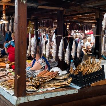Listvyanka market - omul