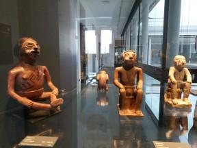Museo del Arte precolombina: coca-chewing statues
