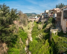 Walk around the ancient walls above river Caldes
