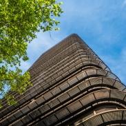 Edificio Castellana 81 / Saenz de Oiza